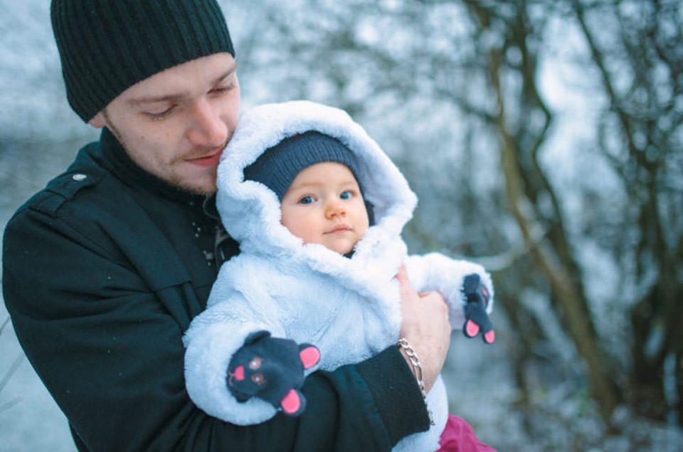 Photo famille dans la neige – Noël en Alsace