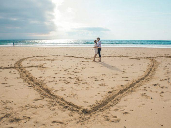 Mariage sur la plage –  Coeur dans le sable