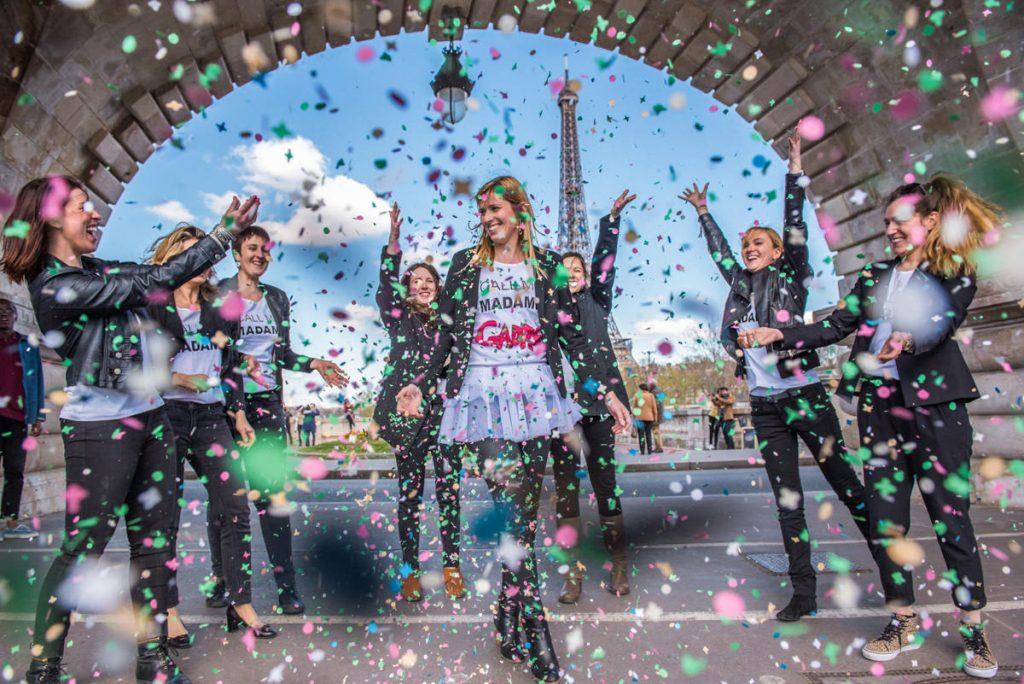 evjf-confettis-paris-tour-eiffel-photographe-mariage-original-paris-val-de-marne-1