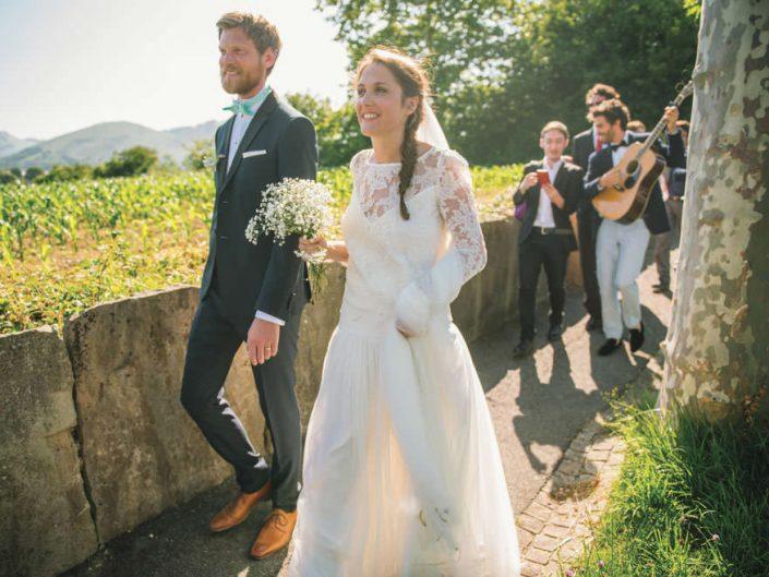 Mariage bohème-chic – Procession – Pays Basques