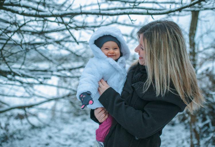 Séance photo famille dans la neige - Noël en Alsace
