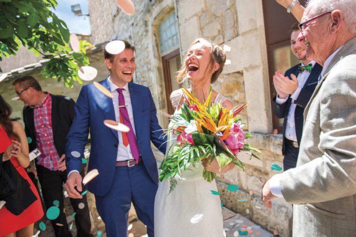 Mariage Montpellier - Sortie de la mairie - Lancé de confettis