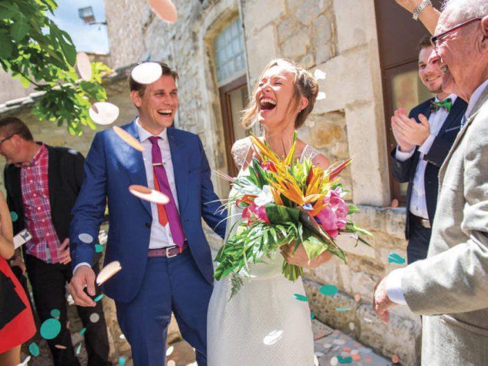 Mariage Montpellier – Sortie de la mairie – Lancé de confettis