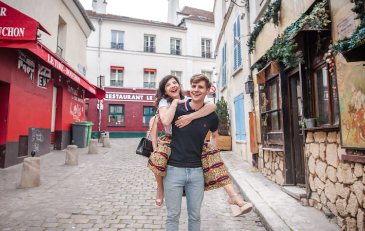 Photos couple engagement à Paris Montmartre