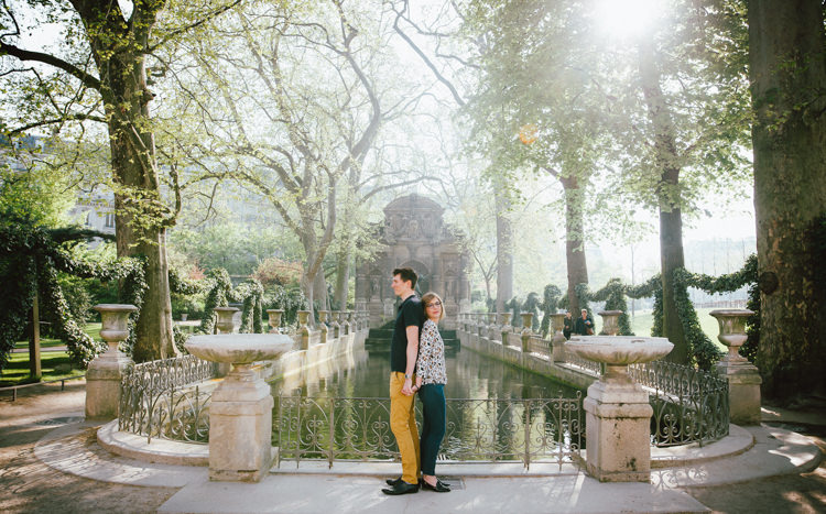 Séance photo couple engagement Jardin du Luxembourg Paris